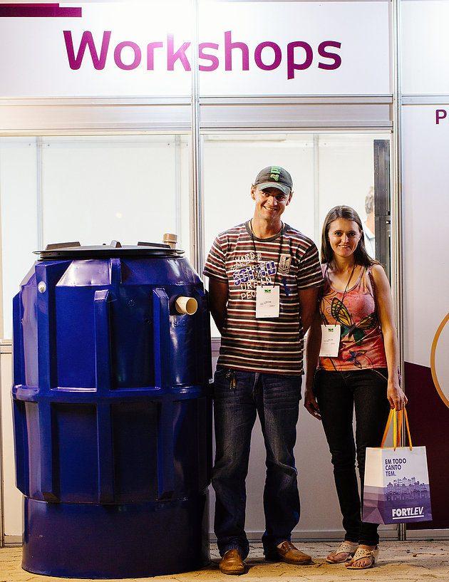 Lindomar e sua esposa Evelina na STA em busca de alternativas eficientes para contornar a falta de água. Foto: Coopeavi