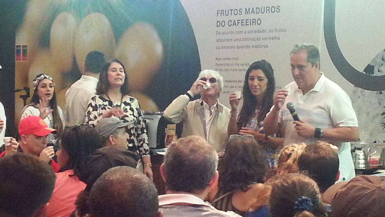 CEO da Fórmula 1, Bernie Ecclestone, no Espaço Arte do Café, na Casa Brasil, experimentando os melhores cafés do Brasil